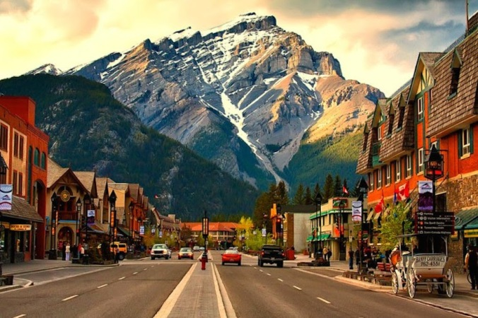 Banff-Avenue-–-the-Heart-of-the-Beautiful-Town-in-Canada1